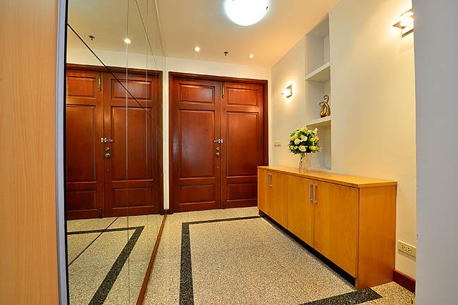 The Grand Sethiwan@Sukhumvit 24_room entrance