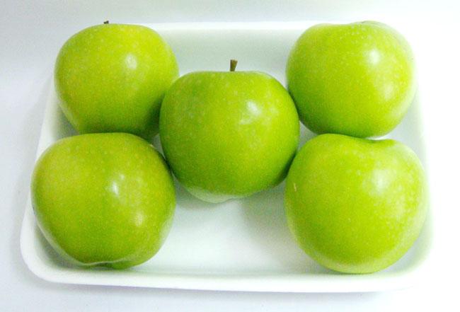 2. 青りんご